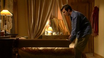 Jack Davenport makes a discovery in 'Coupling'